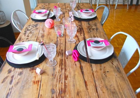 Tischdeko in schwarz-weiß-pink