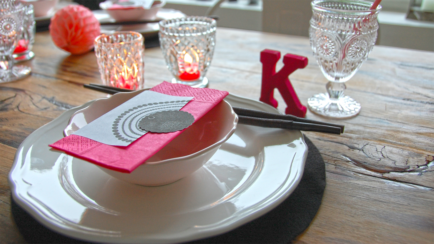 tischdeko in schwarz wei pink roomilicious. Black Bedroom Furniture Sets. Home Design Ideas