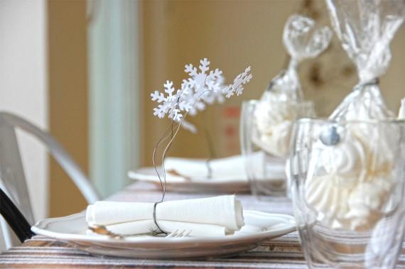 Weiße Tischdeko