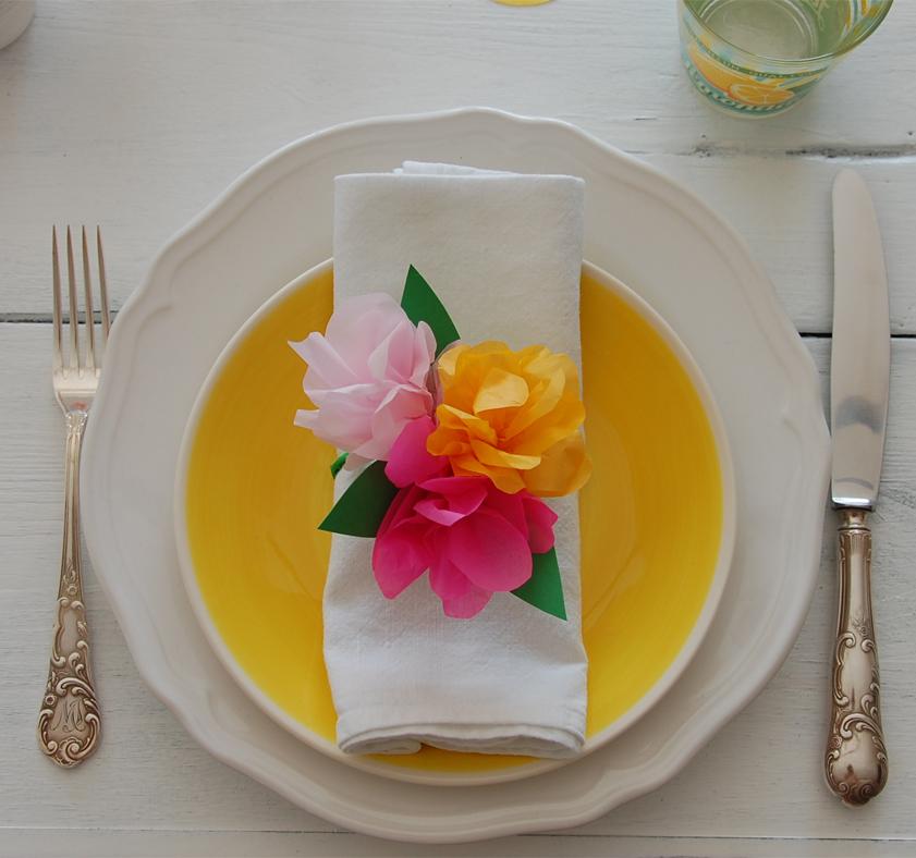 Tischdeko in bunten Sommerfarben