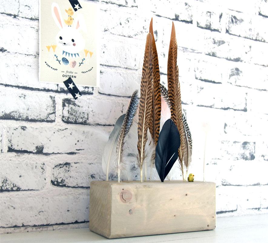 DIY - Osterdeko - Holzblock mit Federn