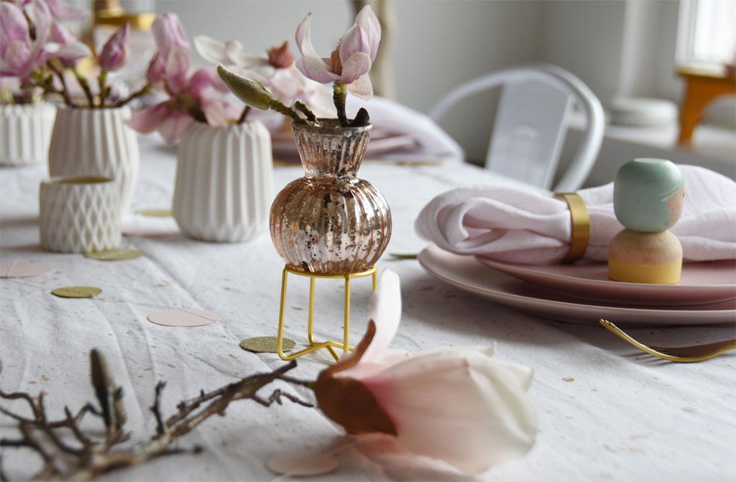 Tischdeko mit Magnolienzweigen