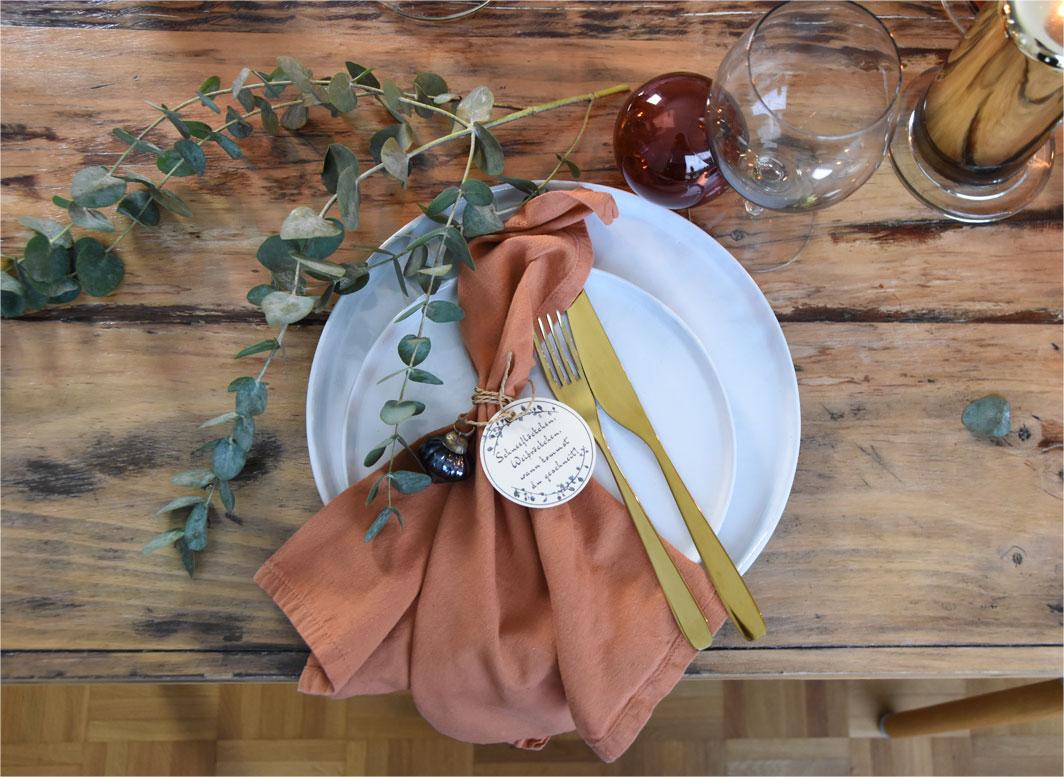 Farbenfrohe Tischdeko zum Advent
