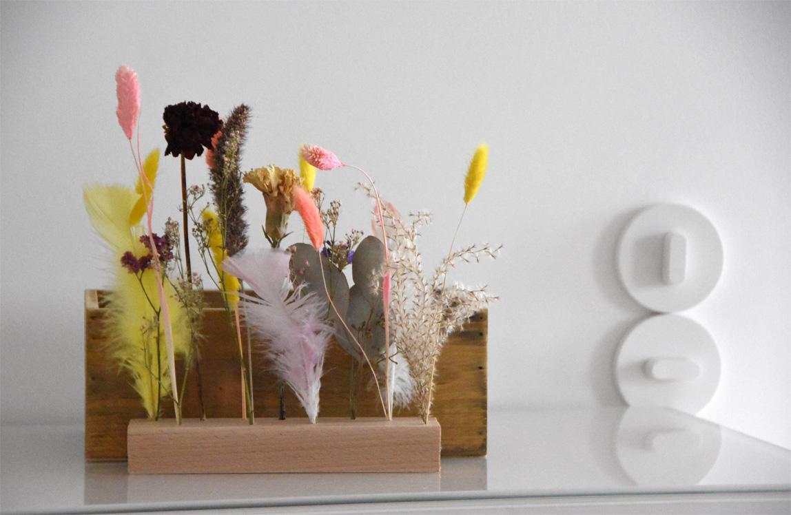 DIY mit Trockenblumen und Federn